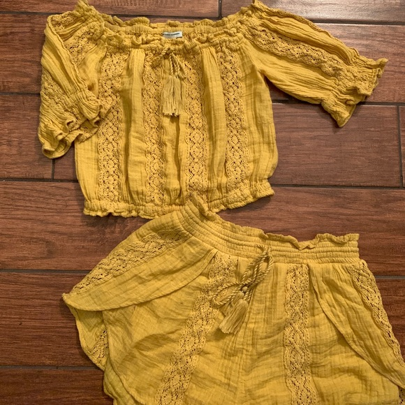 American Eagle Outfitters Other - AE off the shoulder/short set!